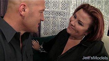Керри энн сделала минет приятелю и приняла его малафью в рот