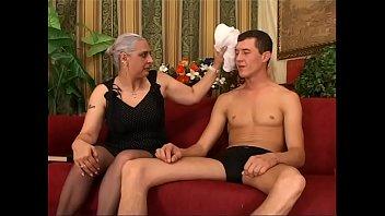 Любовник отправил эрегированный конец в шмоньку барышни в смазке