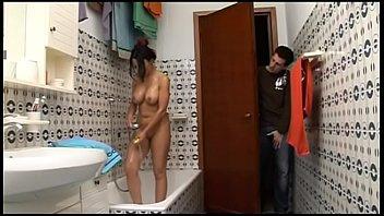Домашний секс подростков в большой ванной