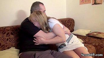 Приятель выебал русскую женщину на кроватке после отсоса