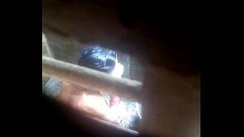 Муж трахает жену в клетчатой рубашке в анал, намазанную маслецем