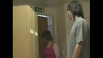 Беременная бабушка с настоящими буферами дает молодому человеку в мокрощелку