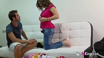 Алекс харпер смазала задницу смазкой и занялась анальным сексом с приятелем перед камерой