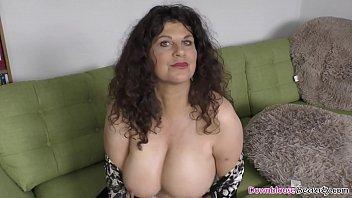 Мария вашингтон с твердый грудью дала массажисту на столе