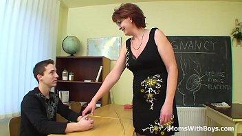 Домохозяйка в отсутствии мужа превратилась в отвязную проститутку