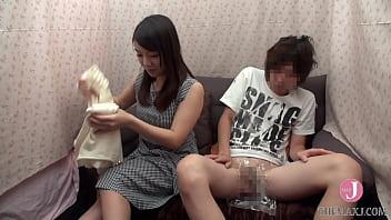 Привлекательная молодка с худощавой фигурой отдалась небритому массажисту