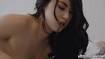 Вагинальный секс с роскошной девчушкой с отличным задком