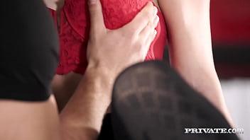 Секса кастинг: красивенькая девушка дрюкается с мужиком
