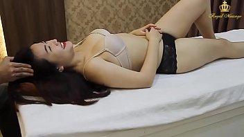 Ранним утром худышка спровоцировала секс с милым